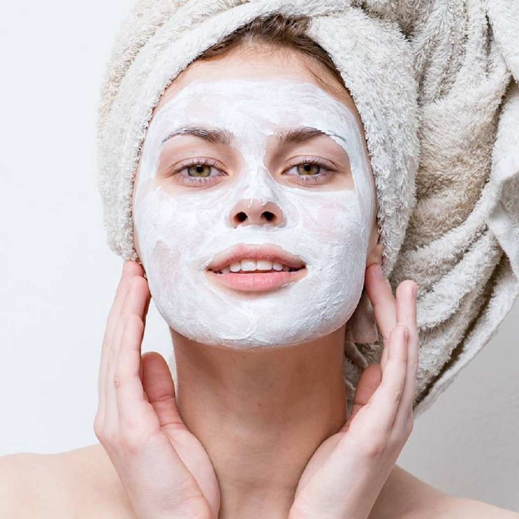 Tips and Tricks to Get Smooth and Glowing Skin in a Day